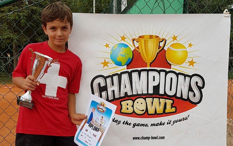 Елена Пампулова помага и тази година на младите ни тенисисти