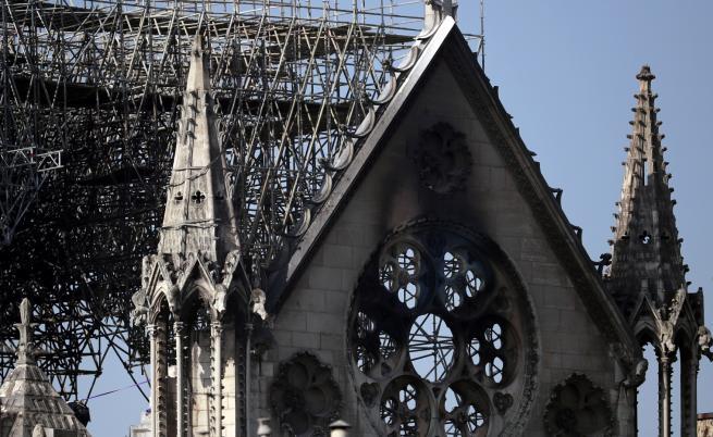 """Кампанията за възстановяване на """"Нотр Дам"""" раздели Франция"""