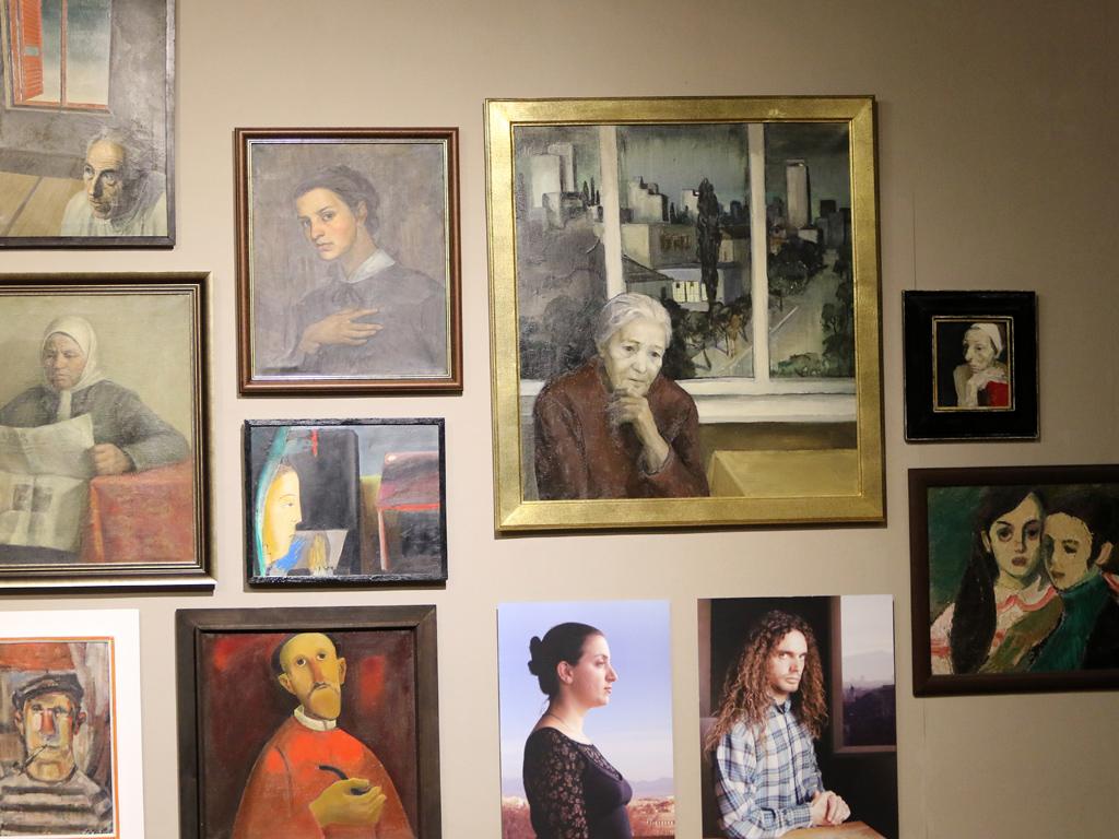 Изложбата е резултат от интересни разговори, внимателна селекция и един нов поглед към една всъщност многократно коментирана тема – портретът.