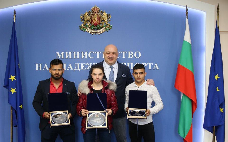 Кралев награди медалистите от Европейското по вдигане на тежести
