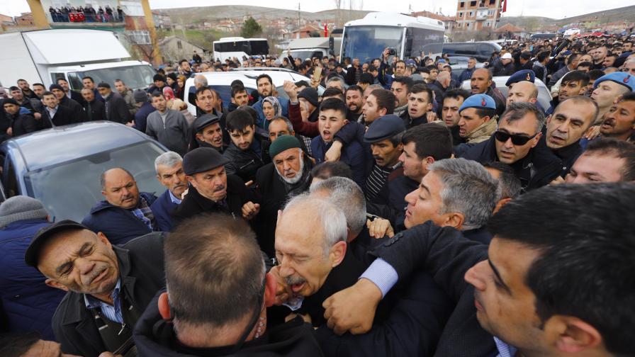 Нападение над лидера на главната опозиционна...