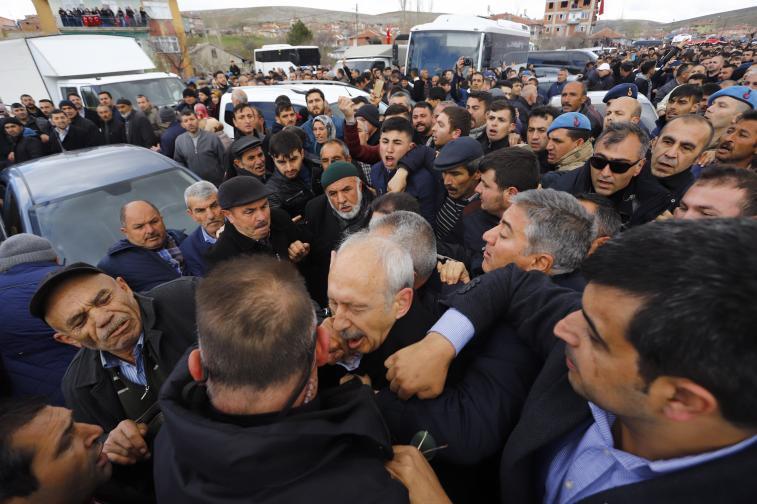 Председателят на Народнорепубликанската партия (НРП) е присъствал на погребение на турски войник, убит в сблъсъци с признатата за терористична организация Кюрдската работническа партия (ПКК)