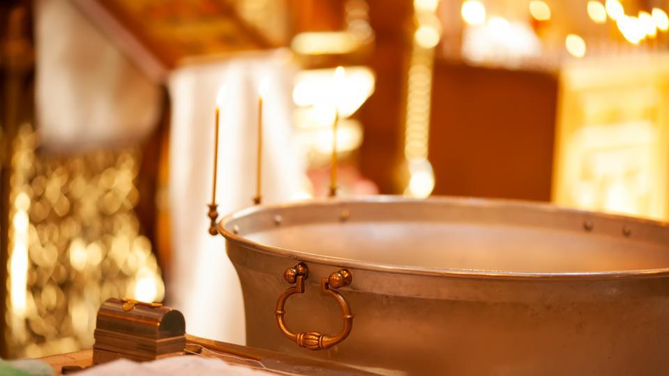 Как лекува и как се приема светената вода