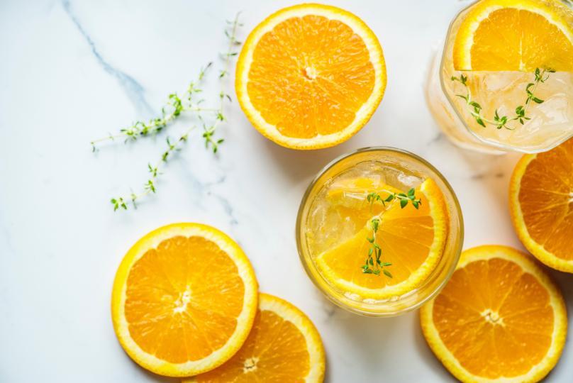 <p><strong>Портокали</strong> - Заздравяват венците и намаляват възпалението им. Съдържат витамин С.&nbsp;</p>
