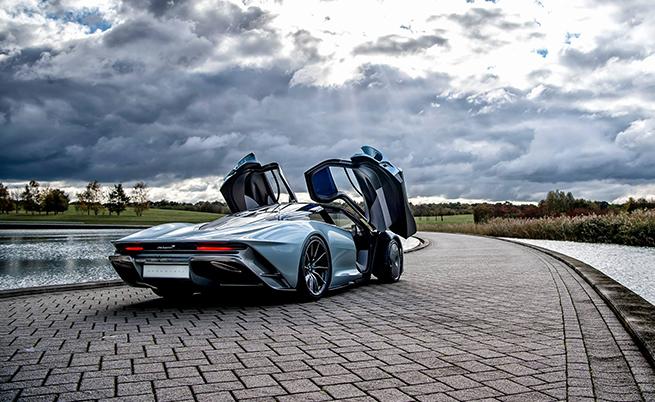 McLaren Speedtail: най-бързият автомобил на марката. Дизайнът е дело на двама човека. Алекс започва екстериора, след което разменят ролите с колегата си, за да довърши интериора.