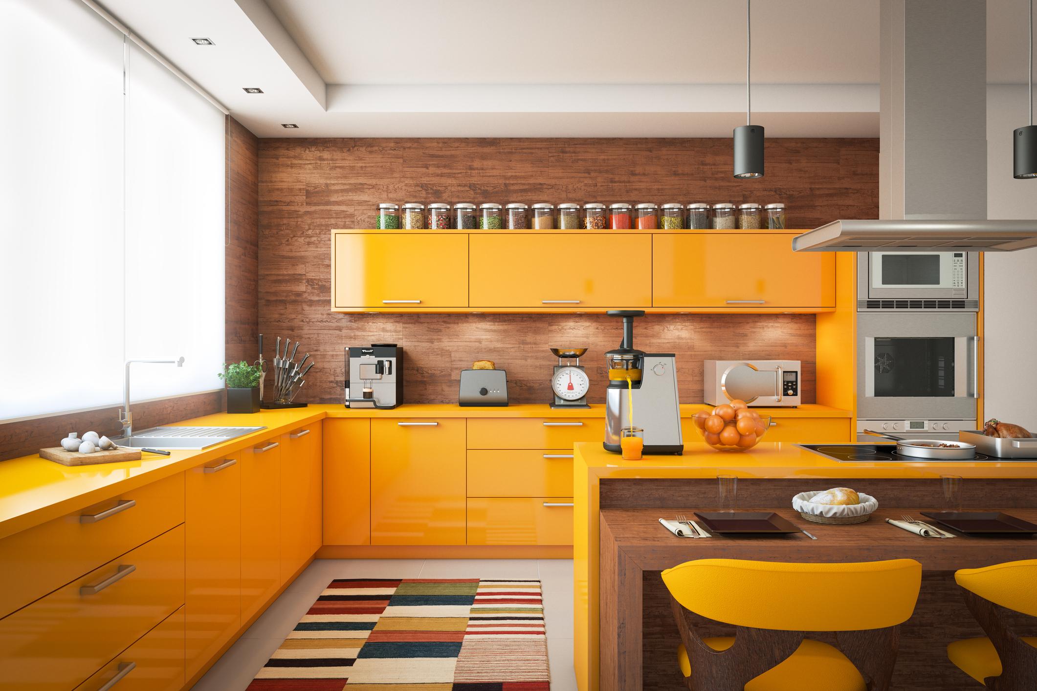 Направете кухнята си уютна<br /> Домашно сготвената храна е винаги най-добрият избор. Ако в кухнята ви цари хаос обаче е доста малко вероятно да искате да готвите. Разчистете плотовете от излишни списания, книги и чинии и направете готвенето едно приятно преживяване (ако не за вас, поне за тези, които ви готвят ;)).<br />