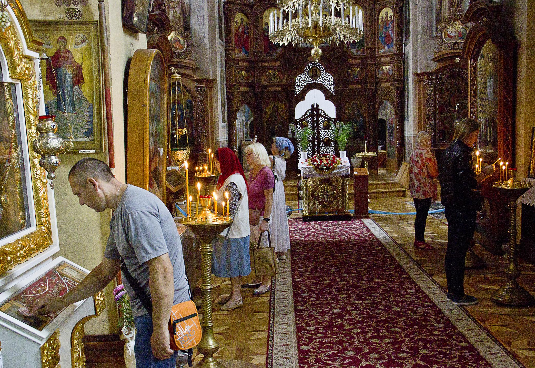 Литургиите<br /> И двете църкви претърпяват промени в начина на отслужване на литургиите през годините. Обичайно тези промени са един бавен и естествен процес. Православната църква е претърпяла промени по отношение на литургията, но няма събитие, които да ги бележи и те не са считани за радикални.