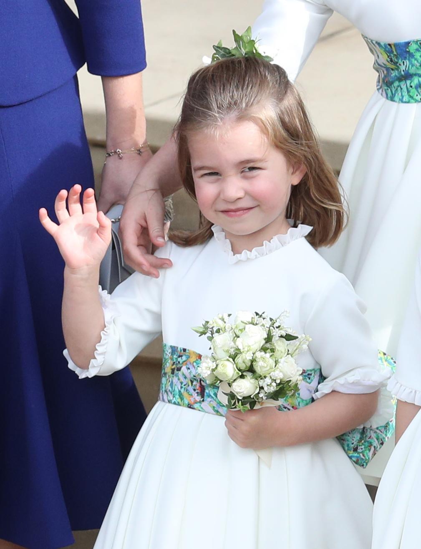 Британският принц Уилям и съпругата му Кейт разпространиха три нови снимки на принцеса Шарлот, която днес става на 4 годинки.