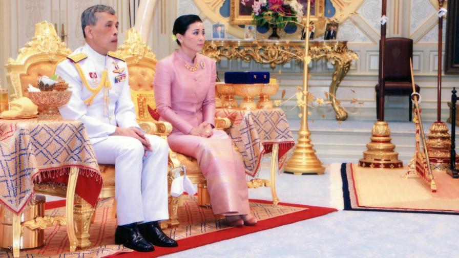 Крал Маха Ваджиралонгкорн и кралица Сутхида Ваджиралонгкорн На Аюдхя