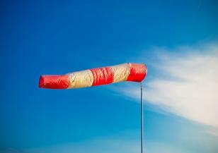 Предупреждение за силен вятър в 13 области