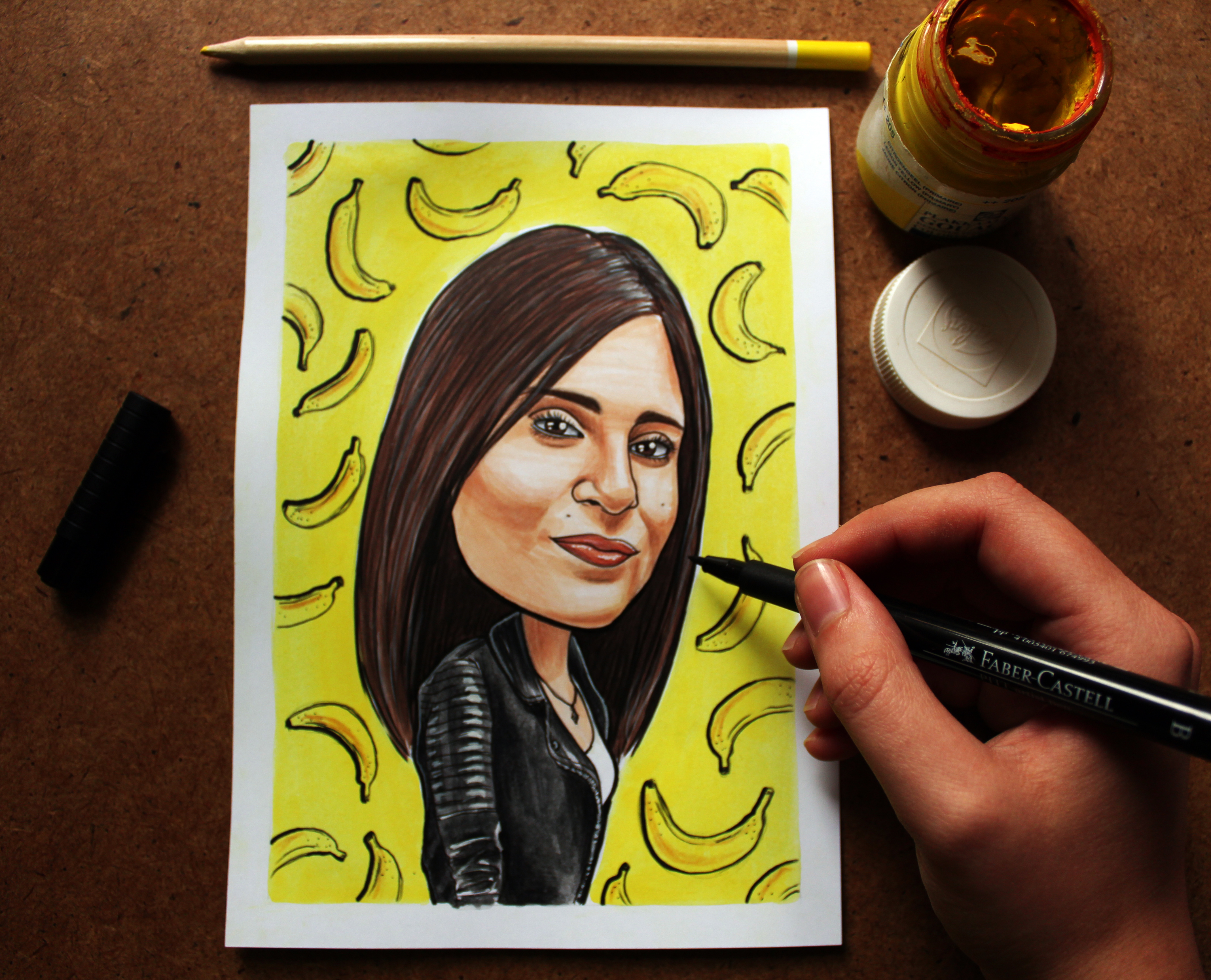 Даяна е на 27 години и обича да рисува. Не за себе си - за другите. Тя създава Lemons, за да прави живота на другите по-цветен.