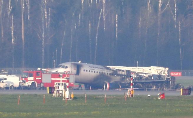 Открити са черните кутии на самолета, който се подпали в Москва