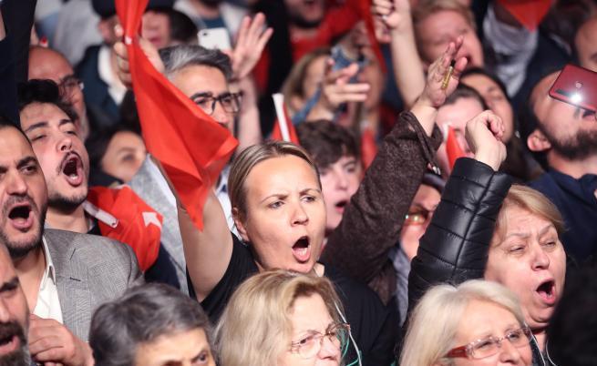 Протести в Истанбул, касираха вота в най-големия град на Турция