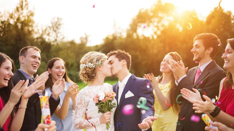 Перфектният сватбен подарък: как да помолим за пари, без да звучим грубо