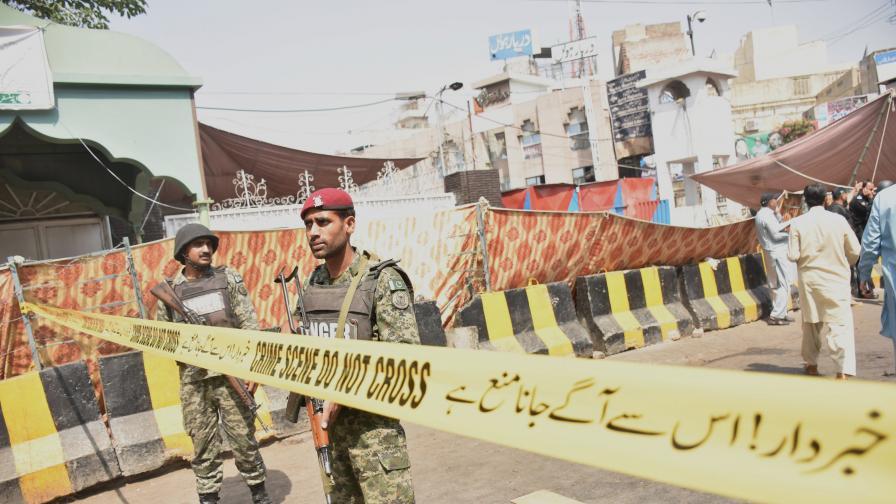 Въоръжени нападнаха хотел в Пакистан