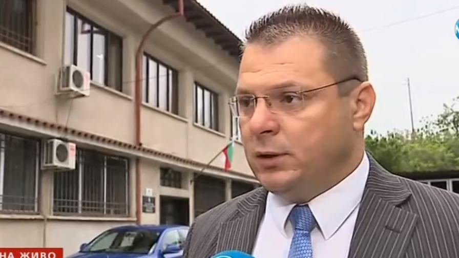 Нощно търсене на мъжа, заподозрян за убийството на жена си в Костенец