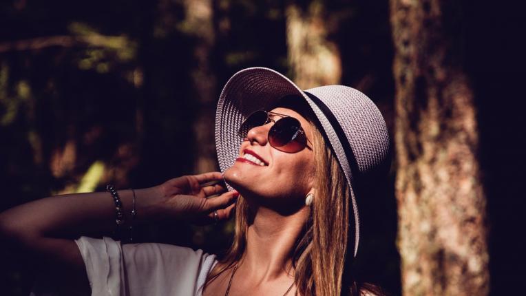 жена лято слънце