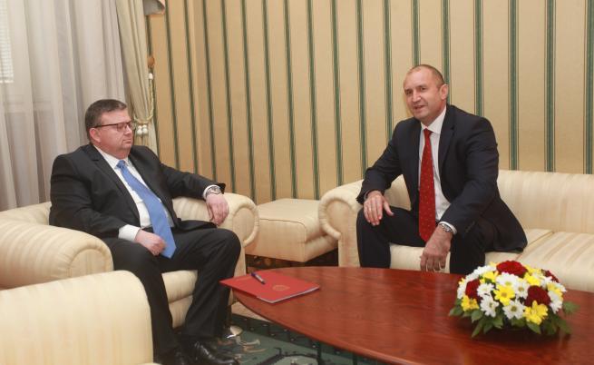 Радев говори с Цацаров за следващия главен прокурор