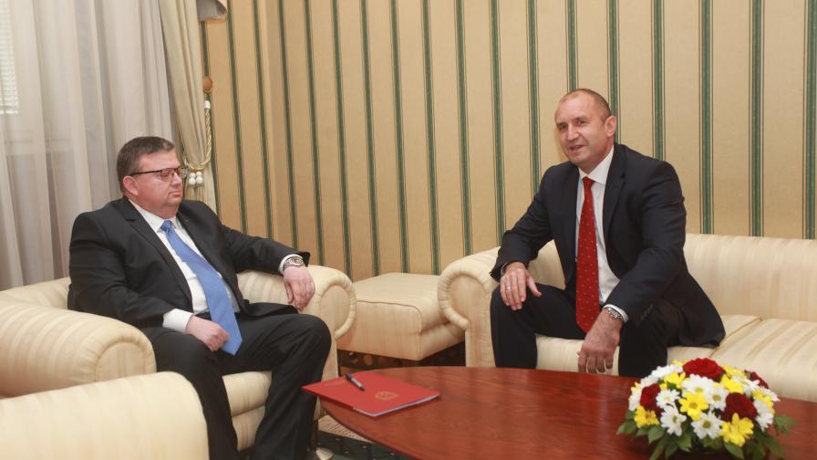 <p>Радев говори с Цацаров за следващия главен прокурор</p>