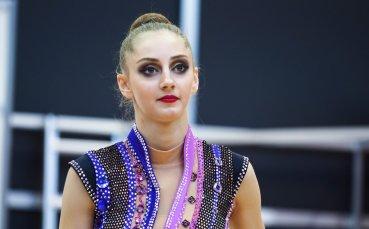 Най-ослепителната гимнастичка-абитуриентка – Боряна Калейн