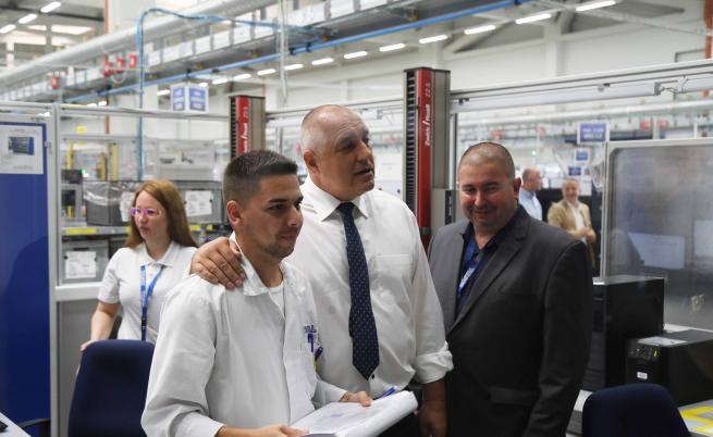 Борисов за заводите: Не си отиват, постоянно откриваме нови
