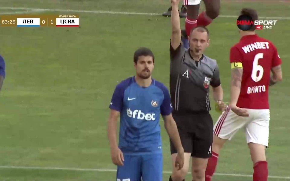 Червен картон на Нуно Рейш остави Левски с 10 човека
