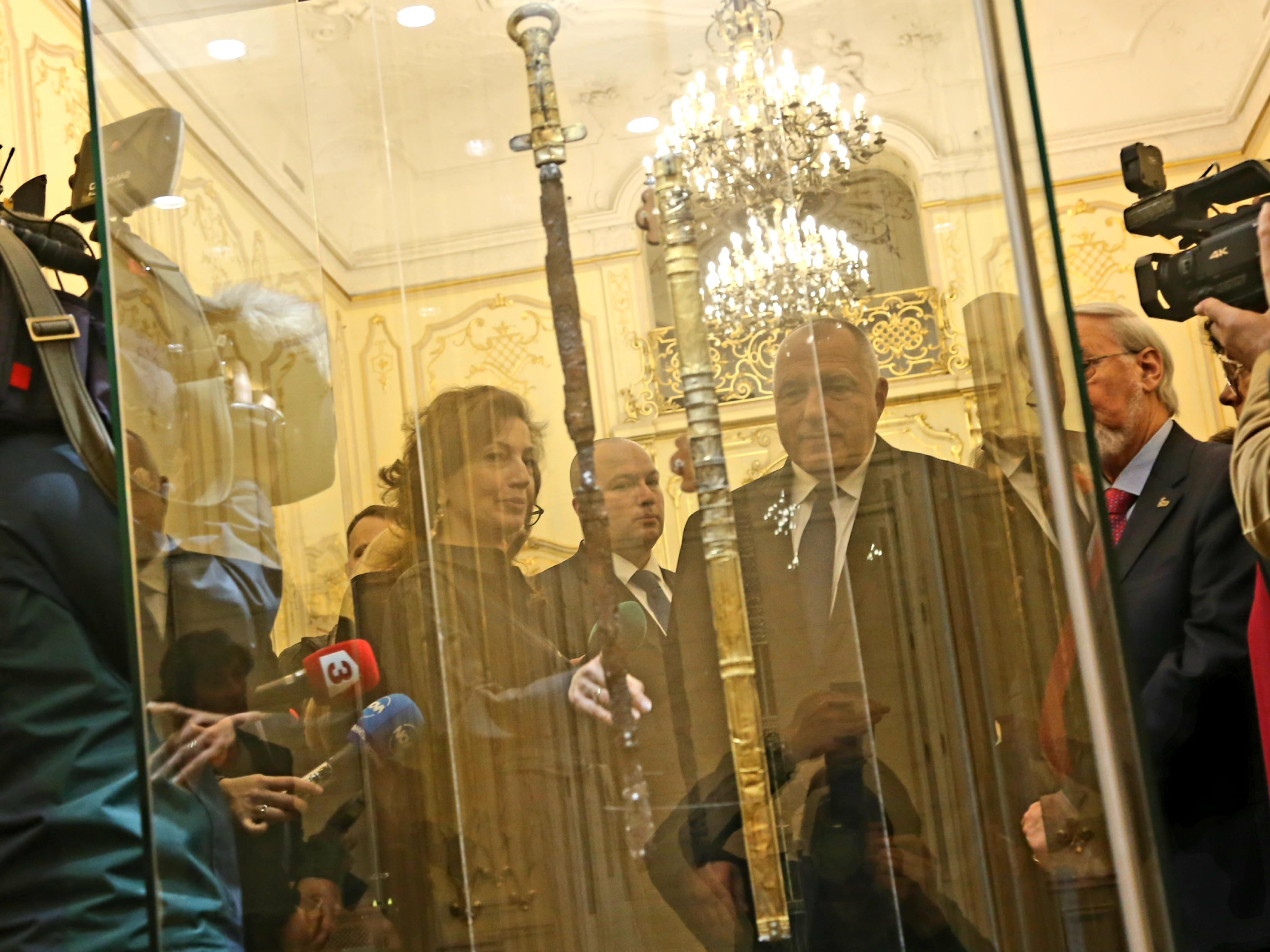 Те се съхраняват в Ермитажа в Санкт Петербург, но временно ще бъдат експонирани в Националната художествена галерия от 16.00 ч. в петък и може да се разглеждат до 30 юни