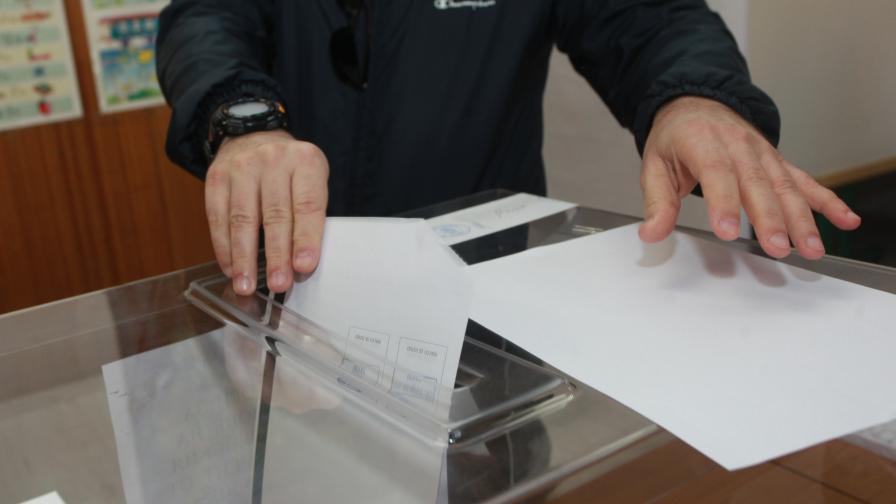 <p><strong>ЦИК</strong>: Изборният ден започна нормално, във Видин проблем с машинното гласуване</p>