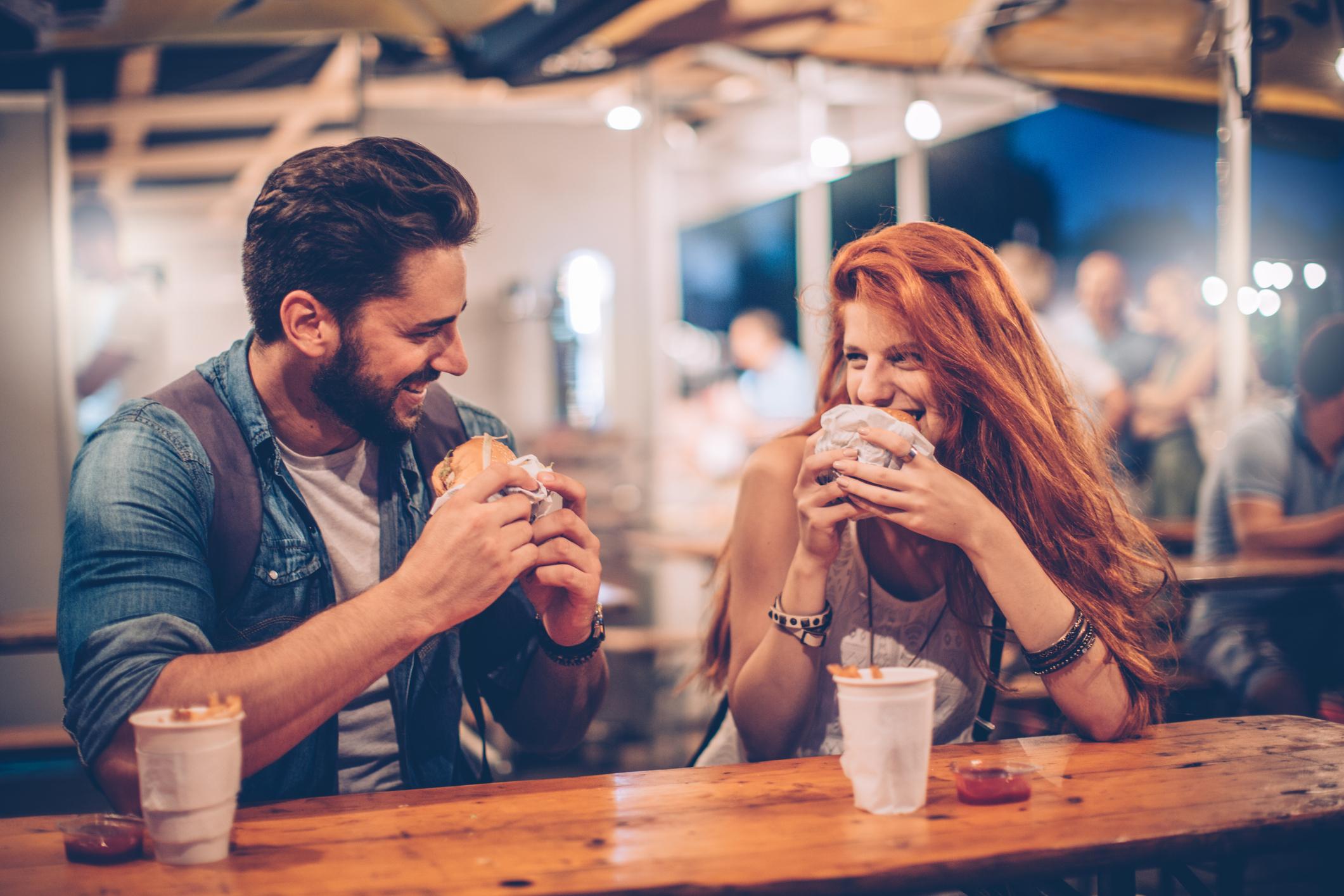 Получи се чудесна среща, не мислиш ли?<br /> Изискването за потвърждение е характерно за връзките като цяло. Винаги когато се чувстваме несигурни в себе си или в сигурността на отношенията с любимия ни, често прибягваме до подобен вид въпроси. По-добре не го правете.