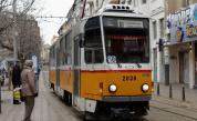 Трамвай дерайлира до Съдебната палата, удари жена