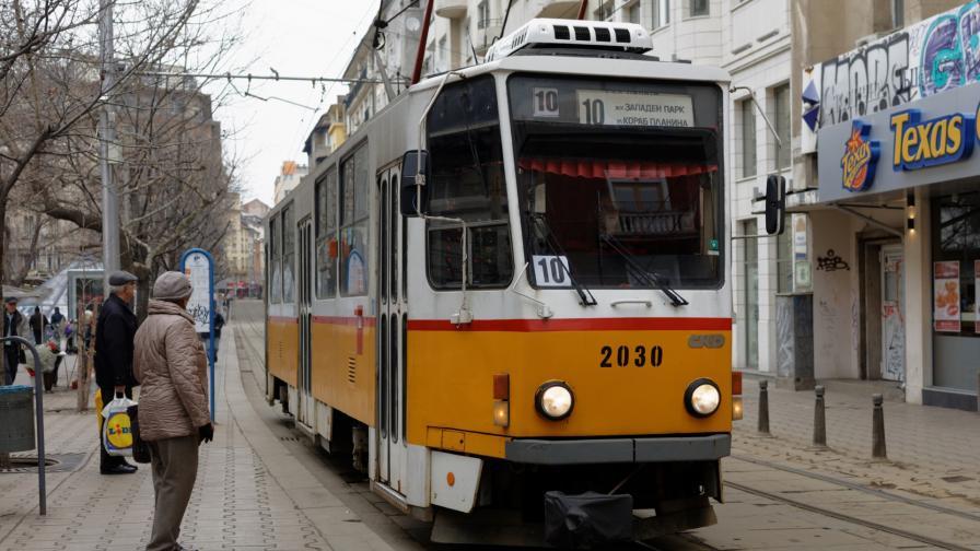 <p>Запалиха се спирачките на трамвай в София</p>