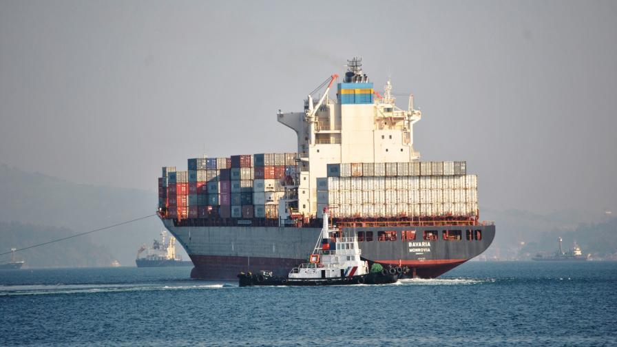 Корабът с боклук, който отплава от Филипините за канада