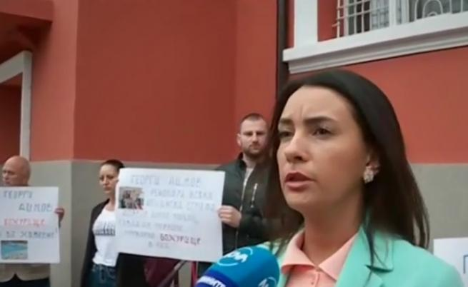 В Божурище протестират, искат си кмета
