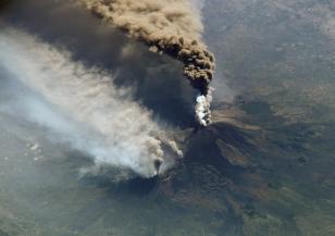Вулканът Етна изригна за пореден път