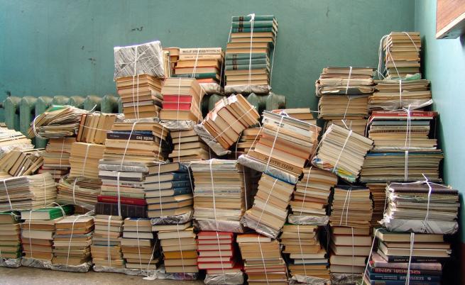 Тези мъже спасяват книги от боклука