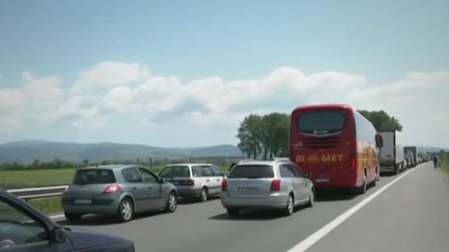 <p>Катастрофа край Витиня, 20 км задръстване</p>