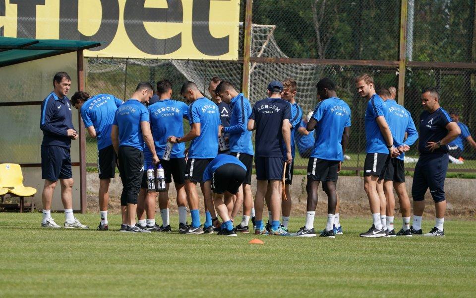 Дрон ни показва как тренират в Левски