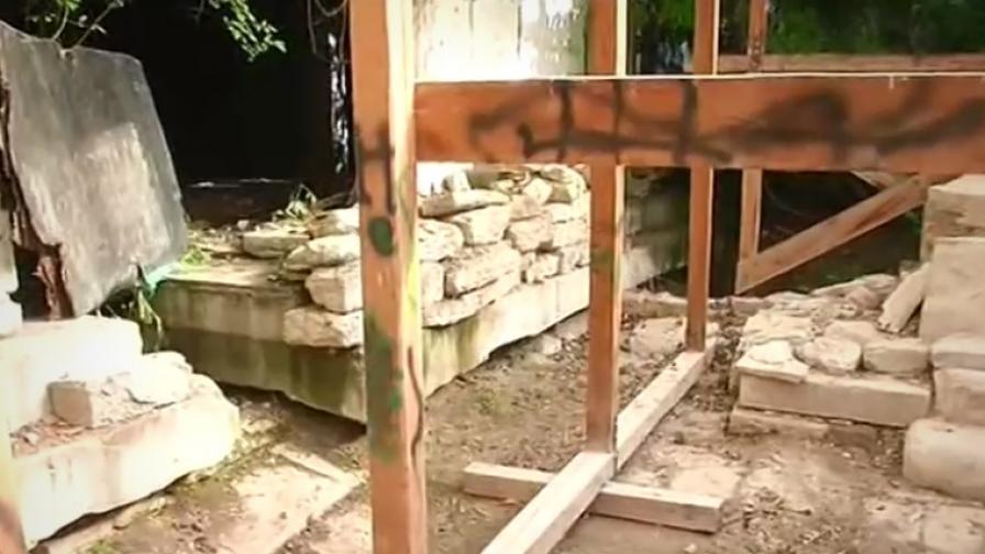 <p>Съсипват уникален храм на над 2000 г. в Балчик</p>