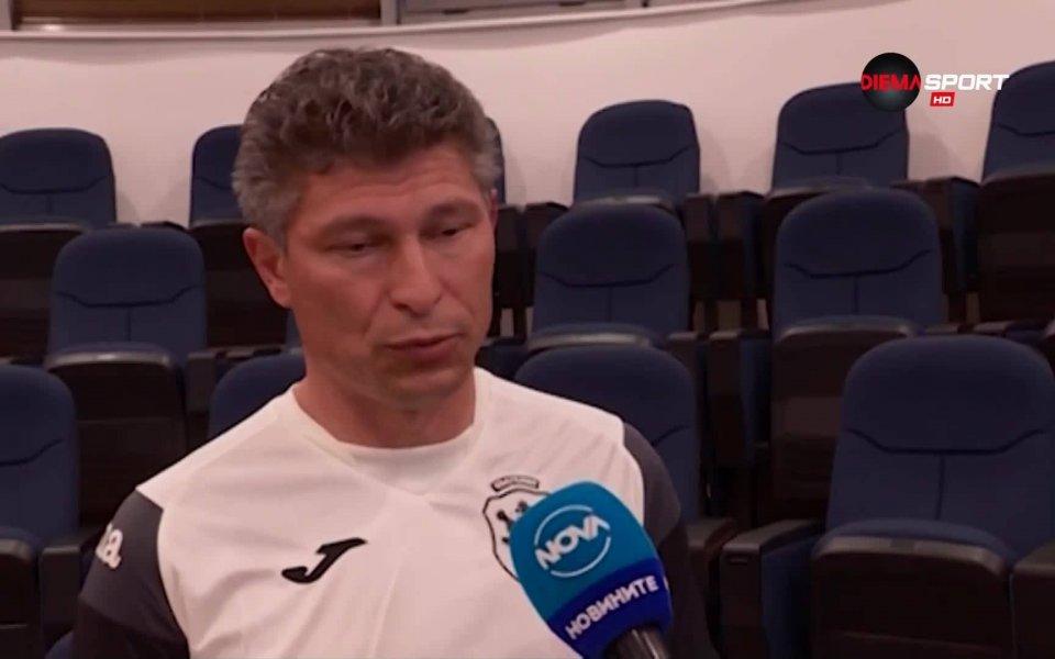 Красимир Балъков започна с две загуби престоя си като селекционер