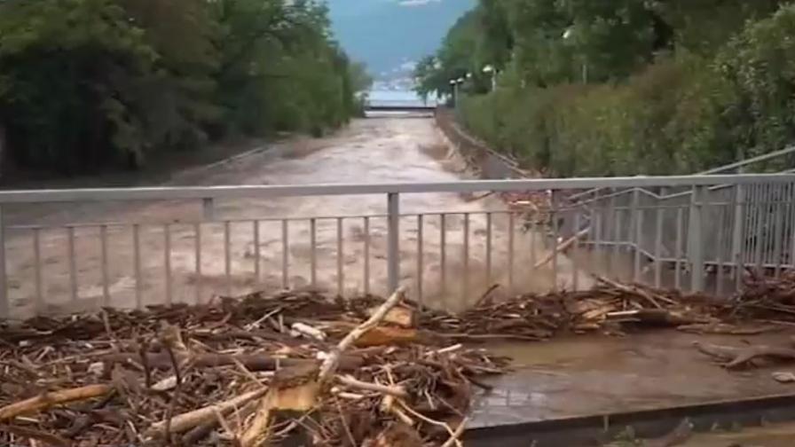 <p>Потоп на север, горещини на юг в Италия</p>