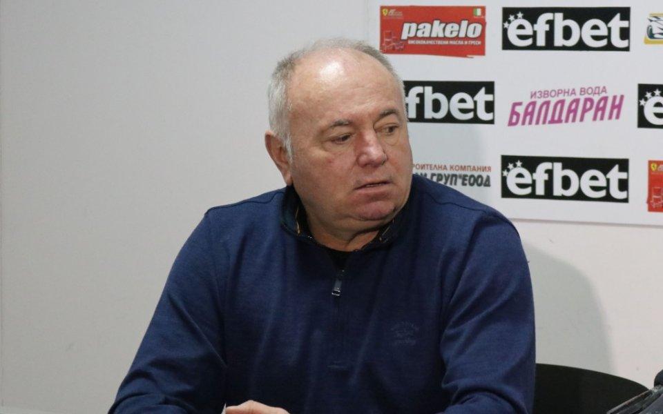 Договорът на треньора Бруно Акрапович с Локомотив Пд наистина е