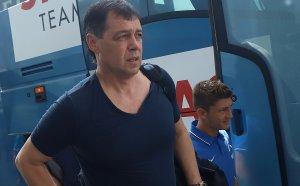 Левски плати заплатите на Хубчев, преговорите продължават