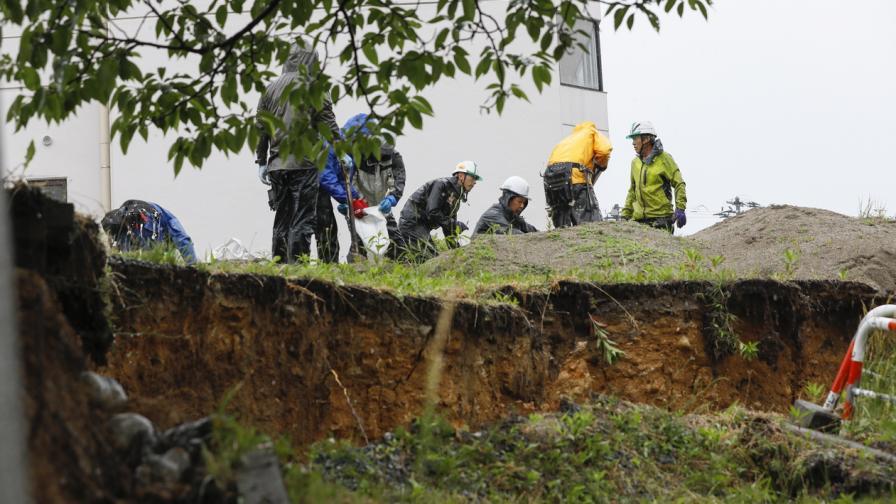 Земята се разцепи след земетресение в Япония