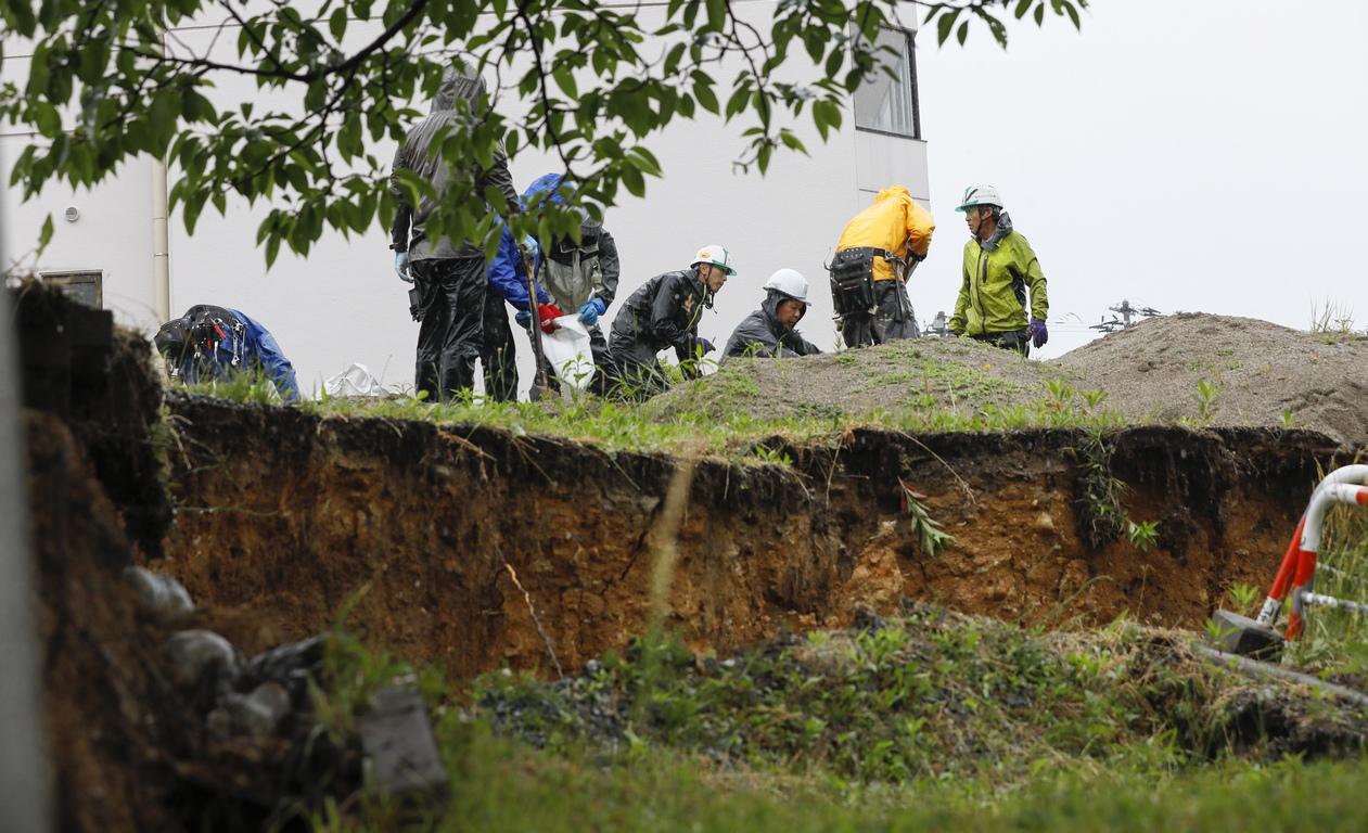 Най-малко 21 души са пострадали в резултат на земетресение с магнитуд 6,7 разтърсило вчера североизточната част на Япония, съобщи телевизия Ен Ейч Кей, цитирана от ТАСС. По-рано бе съобщено за 15 ранени.