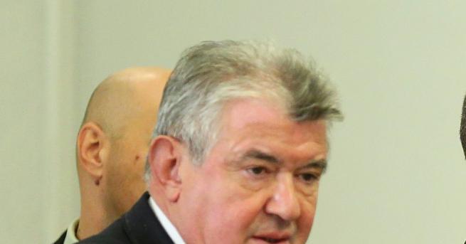 България БЕХ не прие оставката на шефа на НЕК Петър