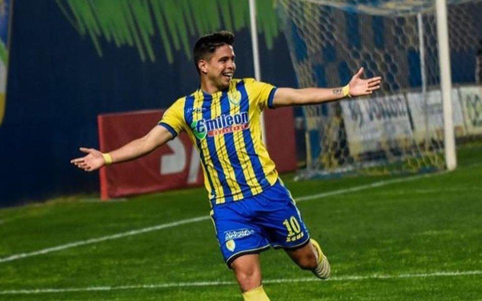 Очакваният в Левски аржентински плеймейкър Франко Мазурек трябва днес да