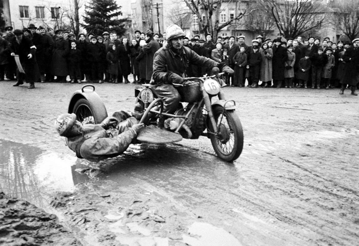 Зимен мотокрос в столицата, 1953г. Фотограф: Тодор Славчев