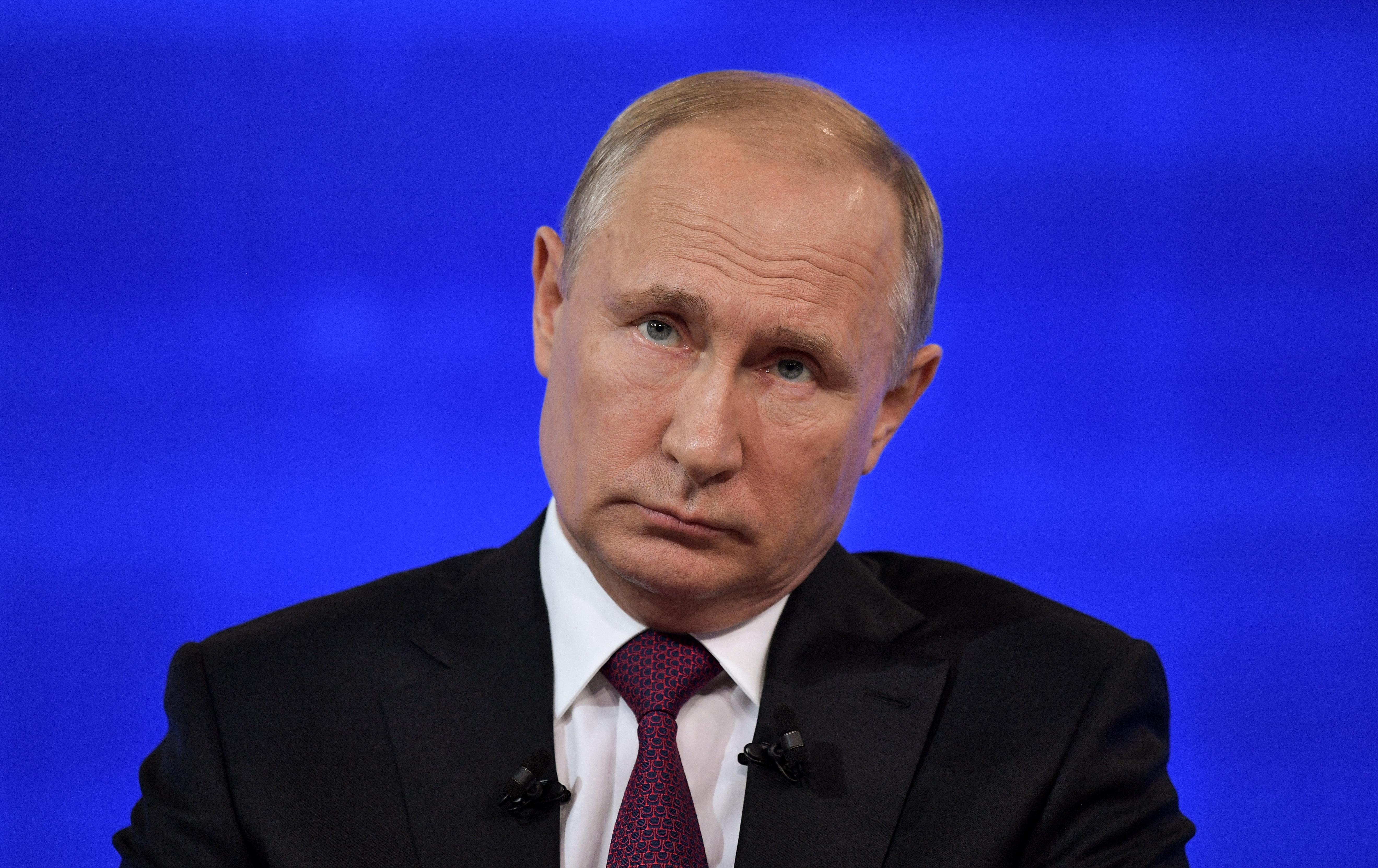 """За 17-ти път има """"Пряка линия"""" с президента на Русия. По време на нея той отговаря на въпроса на жители на руската федерация"""