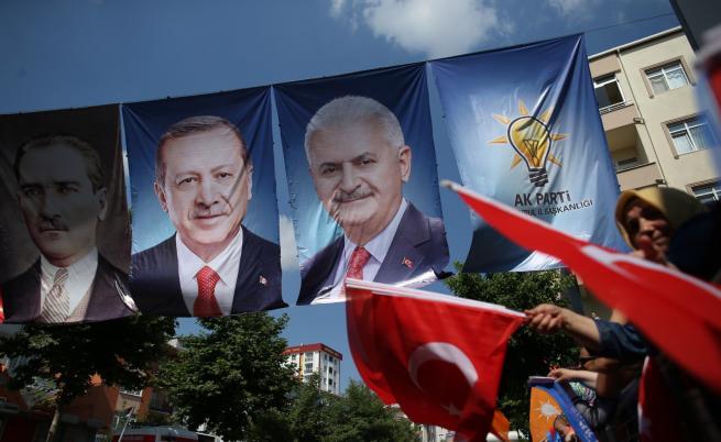 Ердоган - тих в последния ден преди вота, опозиционният кандидат участва в два митинга