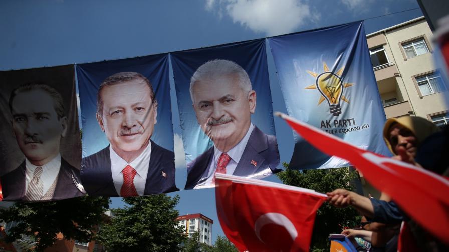 <p><strong>Ердоган</strong> - тих в последния ден преди вота,&nbsp;опозиционният кандидат участва в два митинга</p>